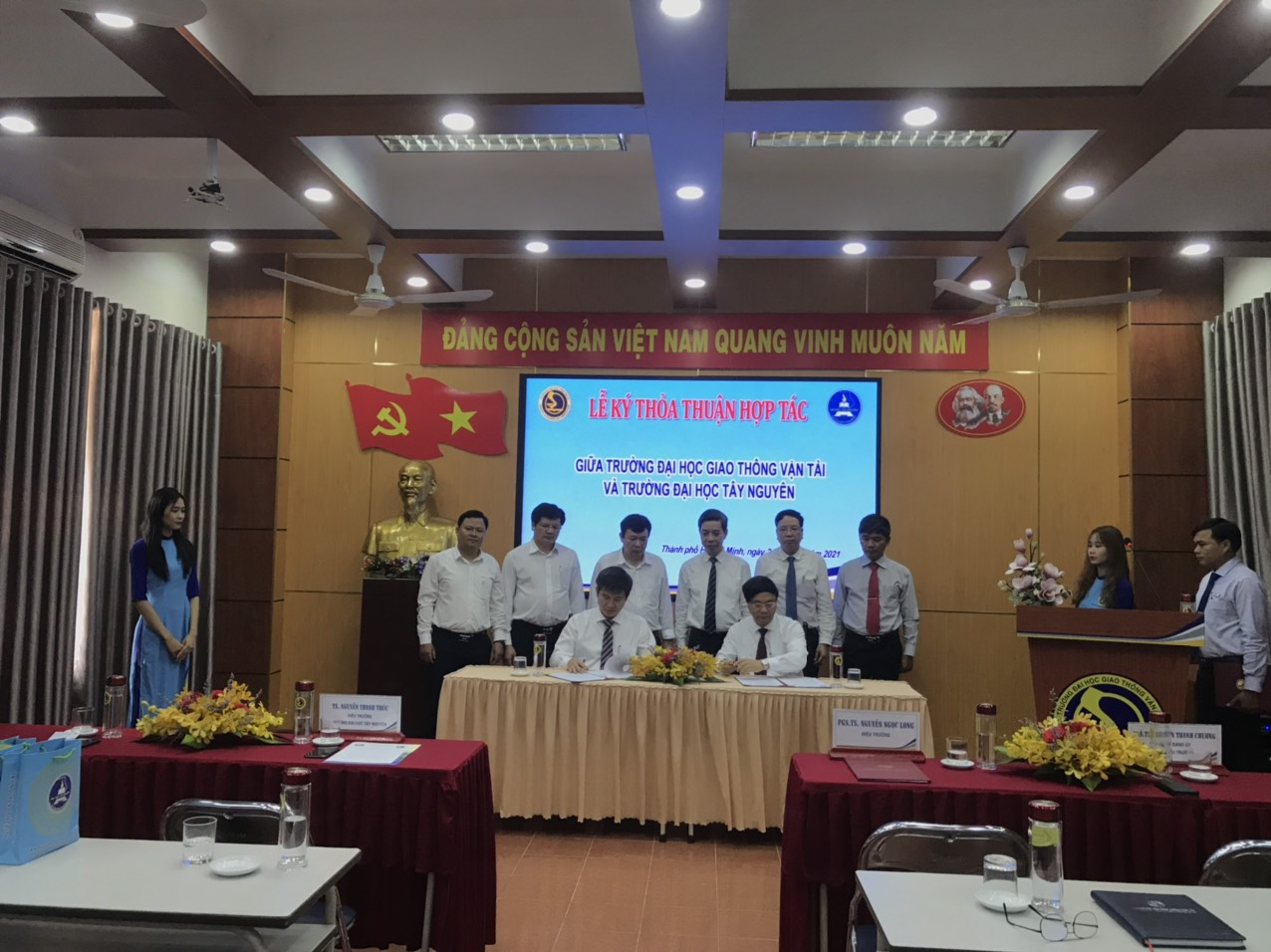 MOU signing ceremony between the University of Transport and Communications (UTC) and Tay Nguyen University (TNU)