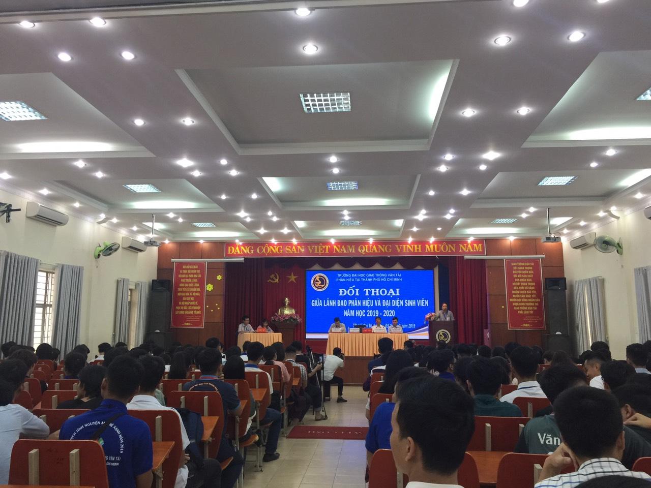 Buổi đối thoại giữa Lãnh đạo Phân hiệu và đại diện sinh viên các lớp Năm học 2019 - 2020
