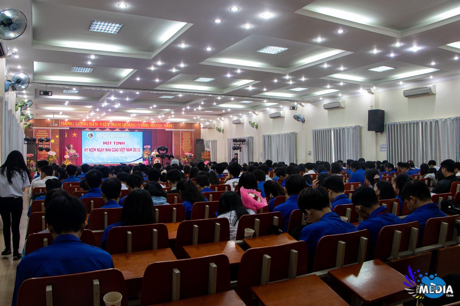 Mít tinh Kỷ niệm 38 năm Ngày Nhà giáo Việt Nam