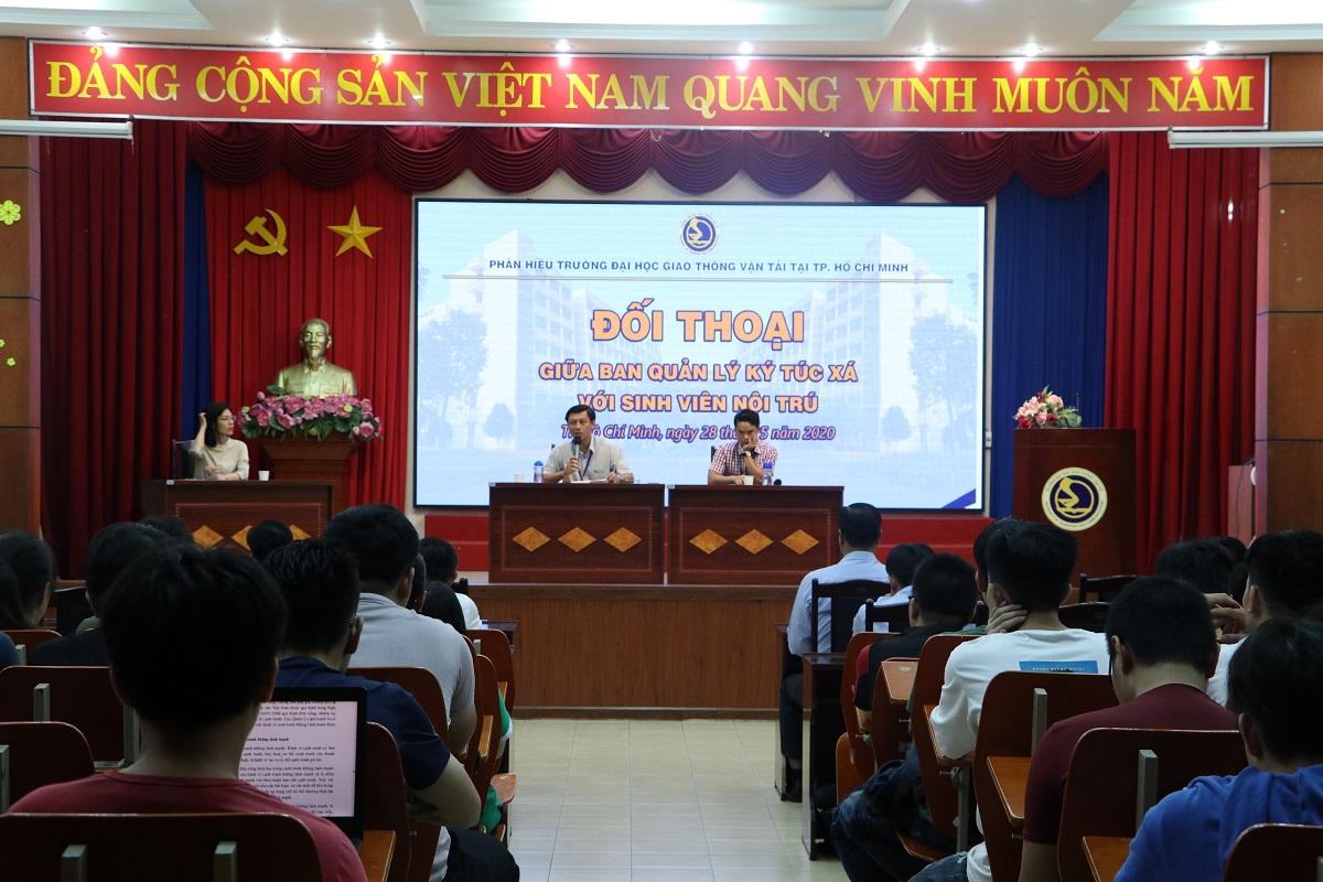 Đối thoại định kỳ giữa Ban Quản lý Ký túc xá với sinh viên nội trú