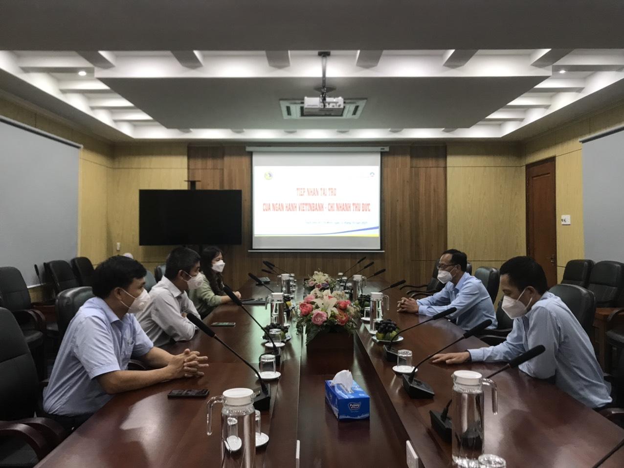Tiếp nhận hỗ trợ từ Ngân hàng Vietinbank - Chi nhánh Thủ Đức góp phần xây dựng hệ thống số hóa của Phân hiệu